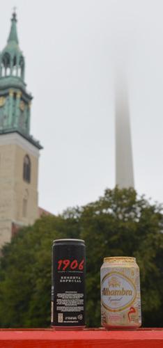 Bier Alhambra especial in Berlin vor dem Alex