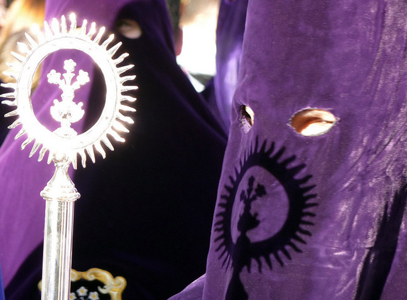 Nazarenos der aristokratischen Bruderschaft La Exaltación